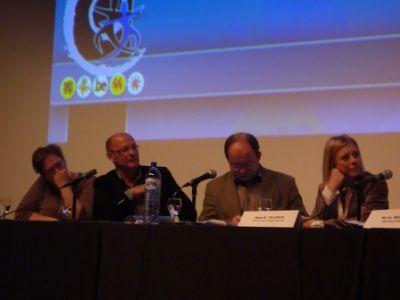 A. Declercq (KULeuven), B. Jacob (Project coördinator), P. Henry De Generet (Kabinet B. Cerexhe), E. Tillieux (Waals Minister Van Volksgezondheid, Sociale zaken en Gelijkheid van kansen)